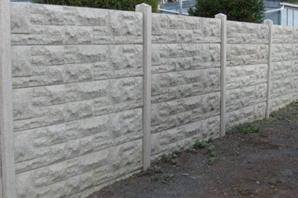 Betonnen afsluiting beton omheining afsluitingen blog for Moderne afsluiting tuin