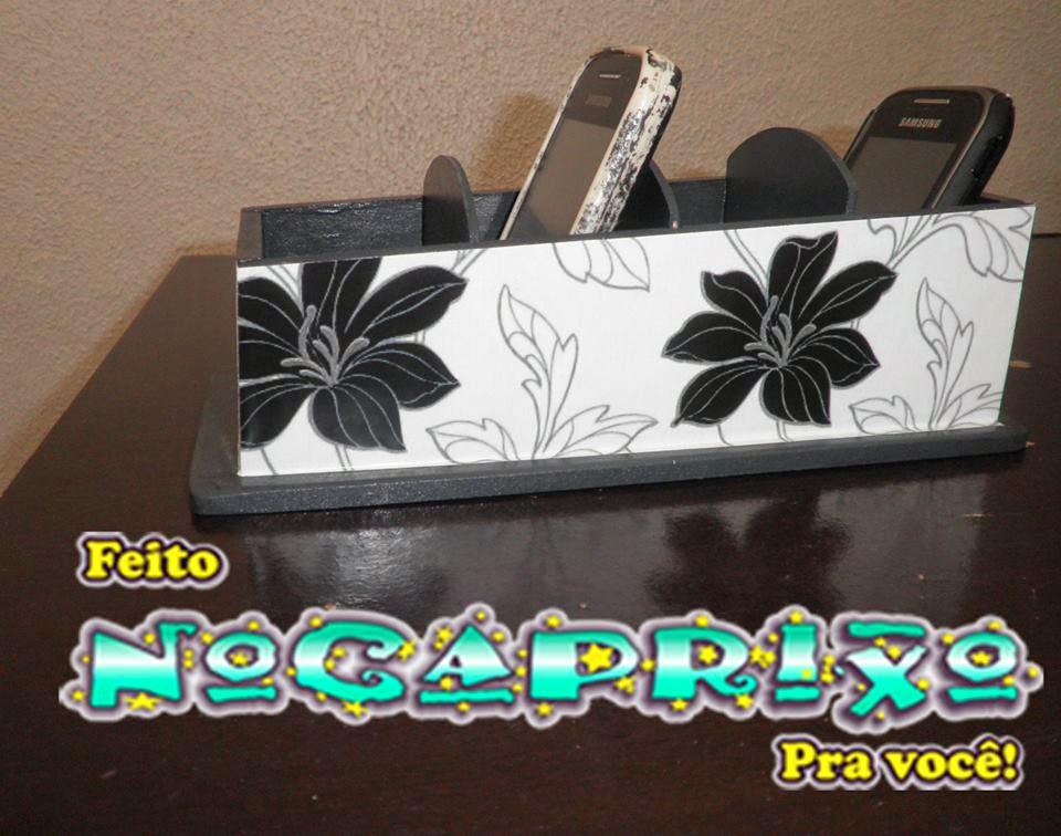 Porta-celular em mdf com espaço para 4 aparelhos adesivado com motivo floral