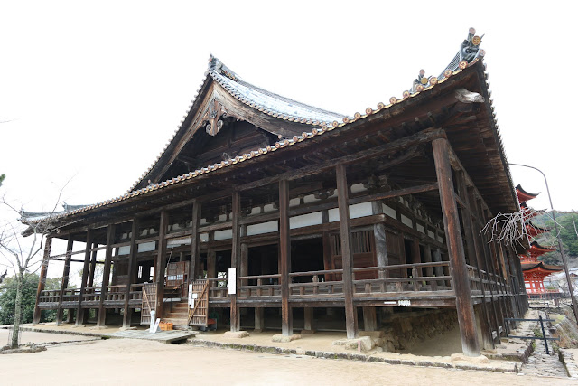 Senjokaku Hall is a large wooden hall built by Hideyoshi for the purpose of chanting Buddhist sutras for fallen soldiers at Miyajima Island in Japan