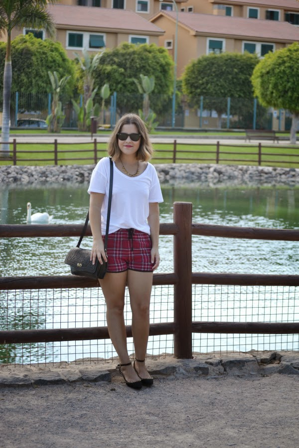 look_outfit_short_tartan_zapatos_pinchos_pico_zara_lolalolailo_04