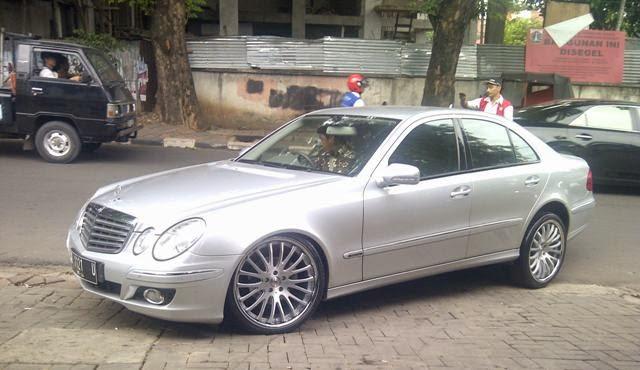 Mobil Mercedes Benz elegan