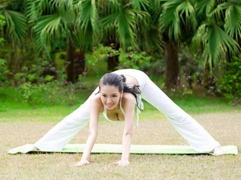 Most Beautiful And Sexiest Women Yoga Coaches And Poses Mu Qi Miya