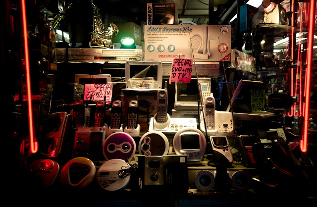 Electronic gizmos in store window (C)2011 Glenn Primm Photography
