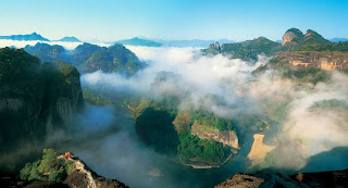 Overlook View of Wuyi Mountain, you will enjoy it when you take a China tour to Wuyi Mountain.