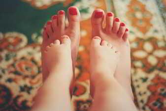 Soñar con pies de bebe