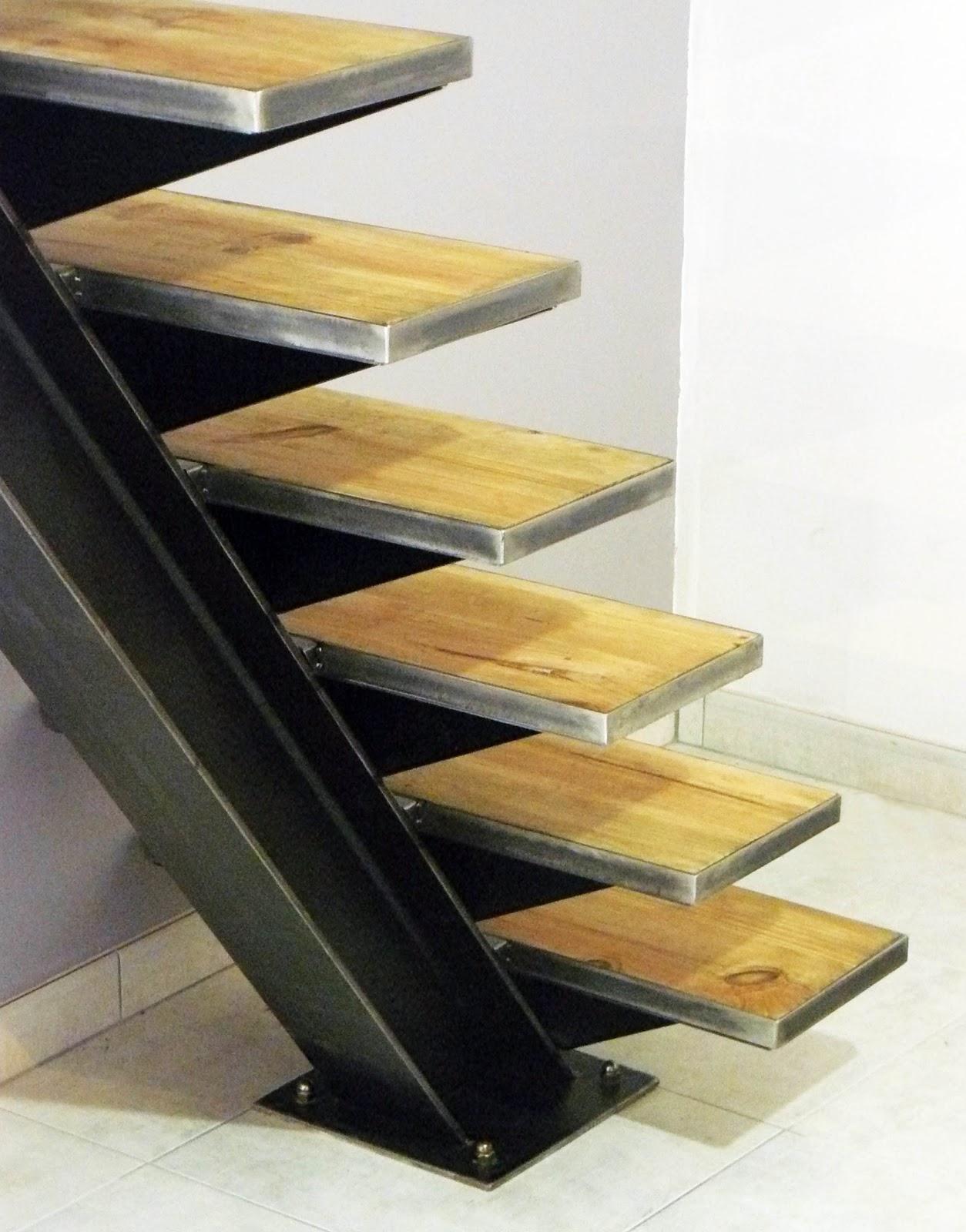 Ferronnerie m tallerie serrurerie 79 deux s vres l 39 art du fer play escal - Escalier a limon central en fer ...