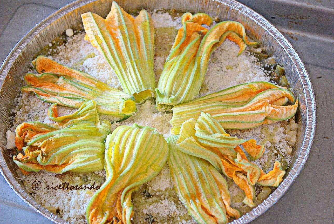 Timballo di riso con tenerumi e fiori di zucchina prepariamo il tortino in teglia