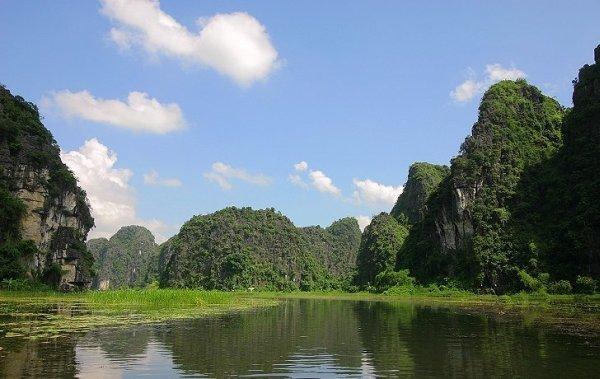 "Tempat Wisata Terbaik Di Jawa Tengah Dan Indonesia: <a href=""http://plesiryuk.com/tempat-wisata-di-jawa-timur/pantai-kasap-pacitan-sebagai-tempat-wisata-terbaik-bak-raja-ampat"">Wisata</a> Sulawesi Selatan"