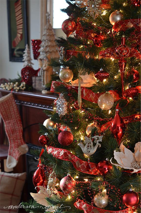 Christmas Home Tour   www.andersonandgrant.com #HomeForTheHolidays