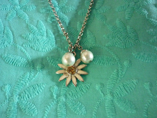 Daisy Flower Necklace | Petite Silver Vixen