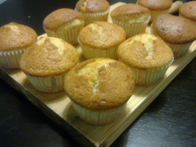 Muffins magdalenas con mermelada de frambuesa