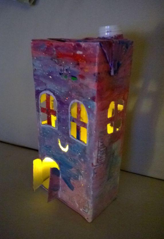 loukoumiaou lanterne maison en brique de lait. Black Bedroom Furniture Sets. Home Design Ideas