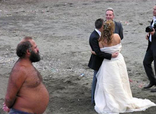 funniest wedding photography: Wedding on the beach