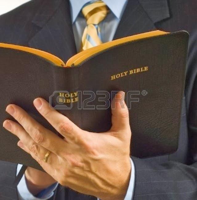 Milagro: Biblia salva la vida de chofer, recibió 3 disparos en el pecho mortales
