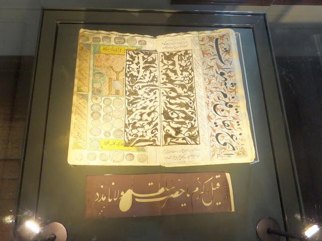 старинный Коран в музее кружащихся дервишей в Конье