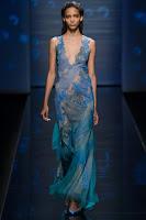 Прозрачна дълга рокля от дантела на Alberta Ferretti