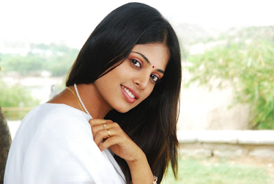 photo gallery of Sindhu Menon