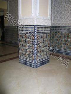 great colonnes en zellige marocain du fes zellige marocain carreaux zelliges moroccan zellij with zellige beldi marocain - Zellige Beldi Une Colonne Dans Un Salon Moderne