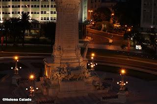 fotografia da base da da estátua do Marquês de Pombal tirada do terraço do Hotel Fénix