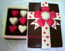 CHOC RECTANGLE BOX WITH 12 PRALINES