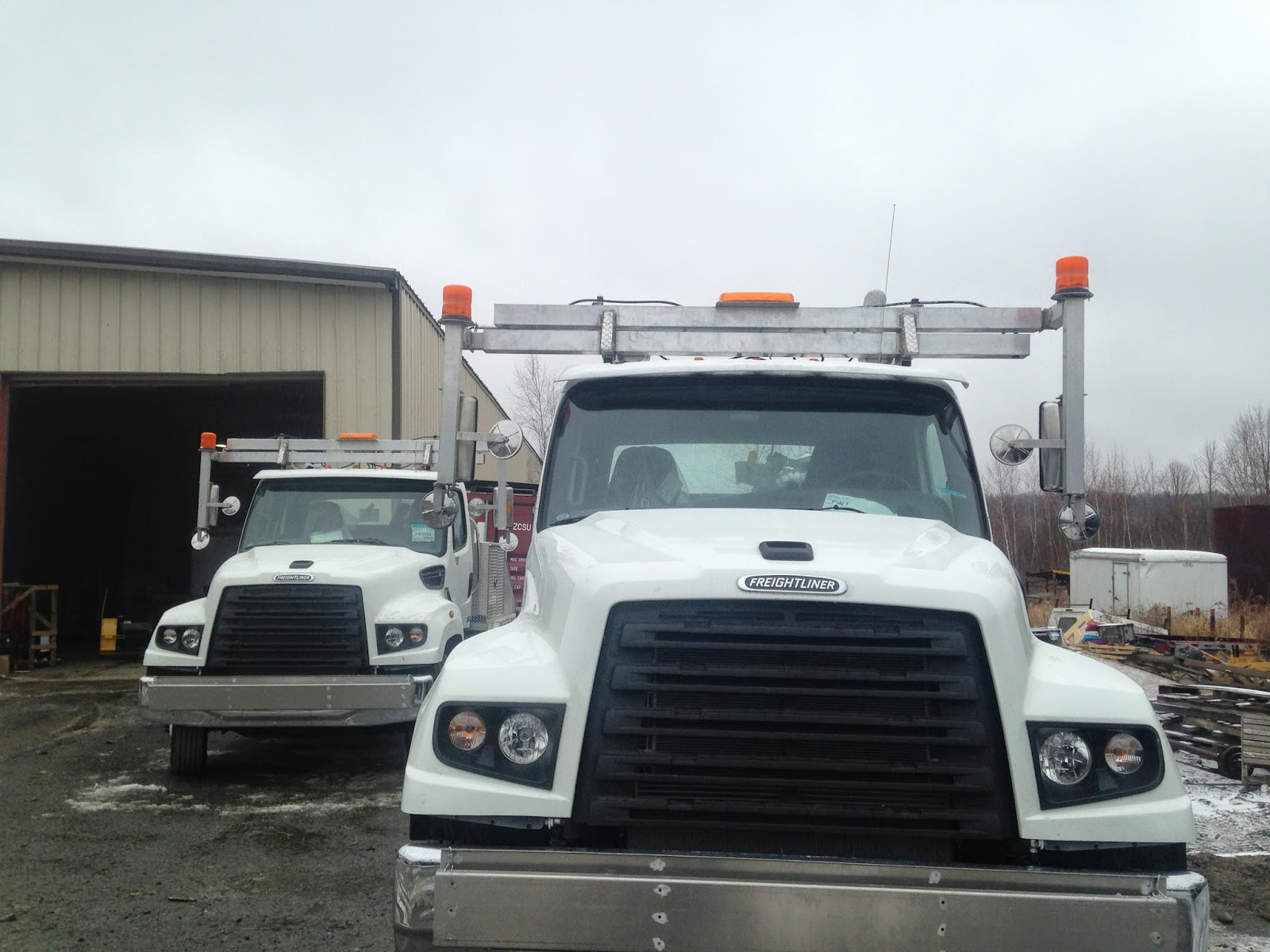 Heavy hauler truck equipment built two all aluminum toter beds with hydraulic back trailer lift and hydraulic extendable mirrors these units were designed