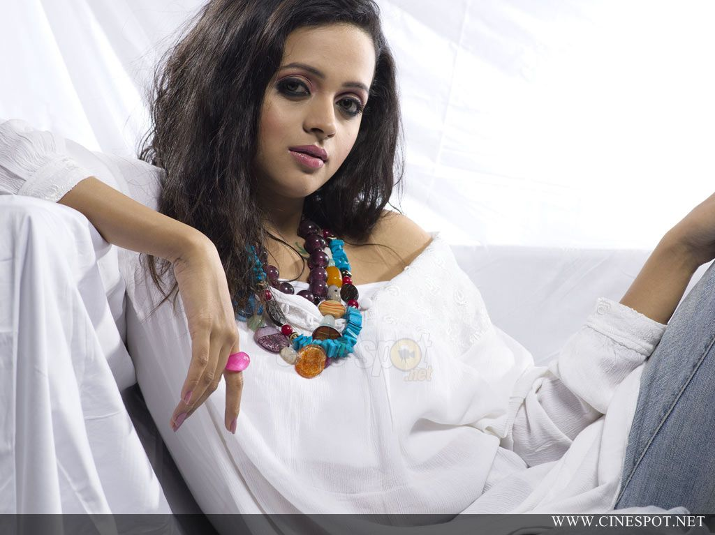 Bhavana Tamil Actress Photoshoot Pics