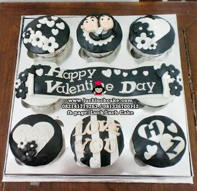 Cupcake Valentine Day Black and White Daerah Surabaya - Sidoarjo
