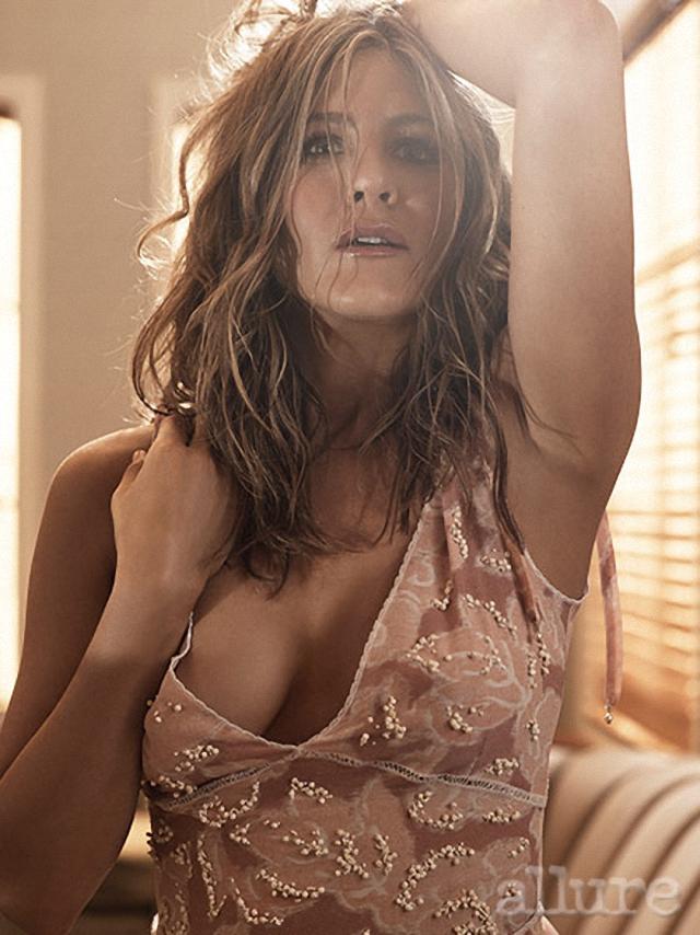 Jennifer Aniston nos muestras las tetas