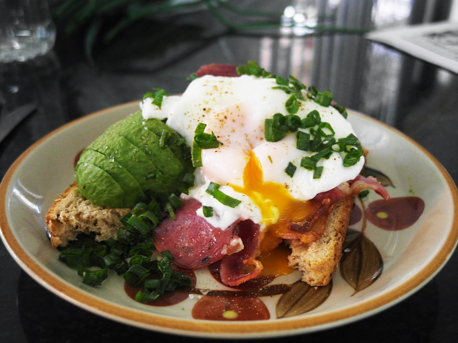 polyphagia ♣: poached egg and bacon on toast