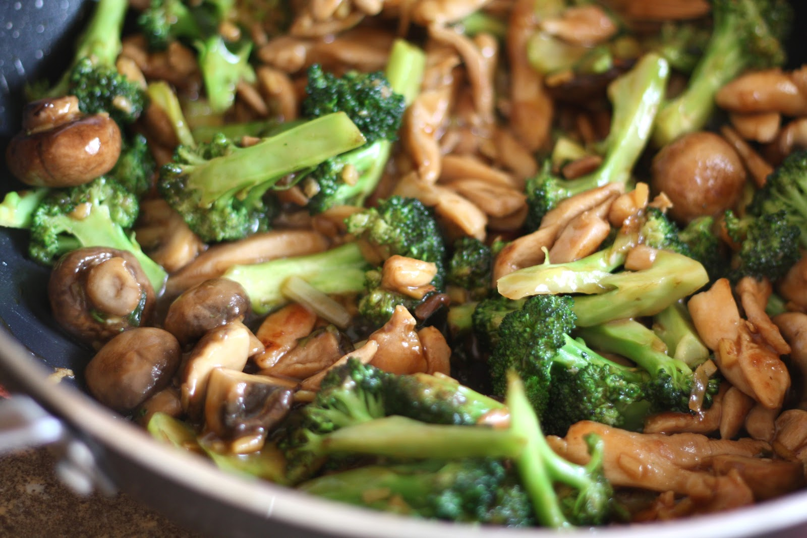 Barefeet In The Kitchen: Ginger Chicken and Broccoli Stir Fry