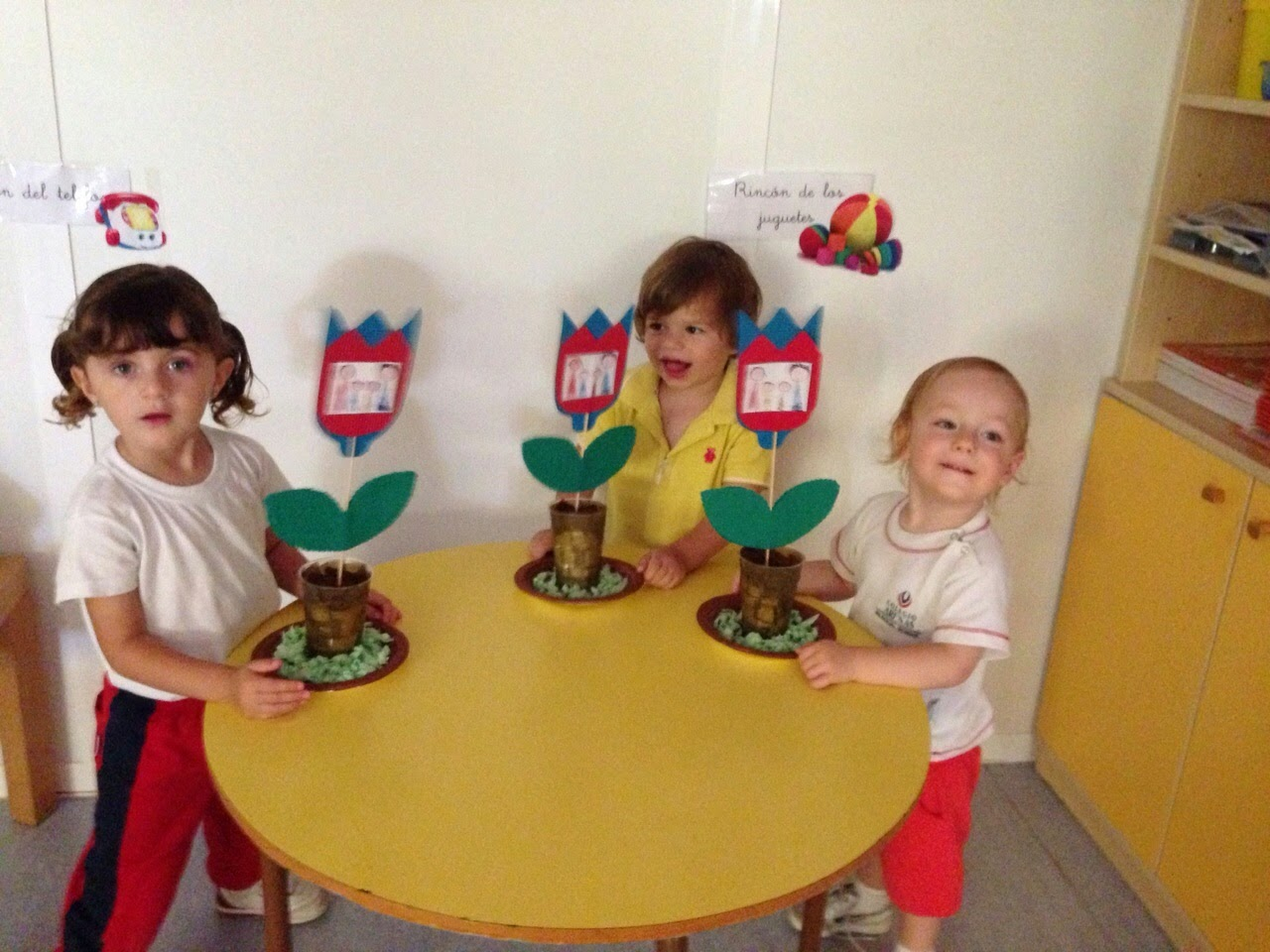 Trazos de colores feliz d a de la familia 2015 - Manualidades en familia ...