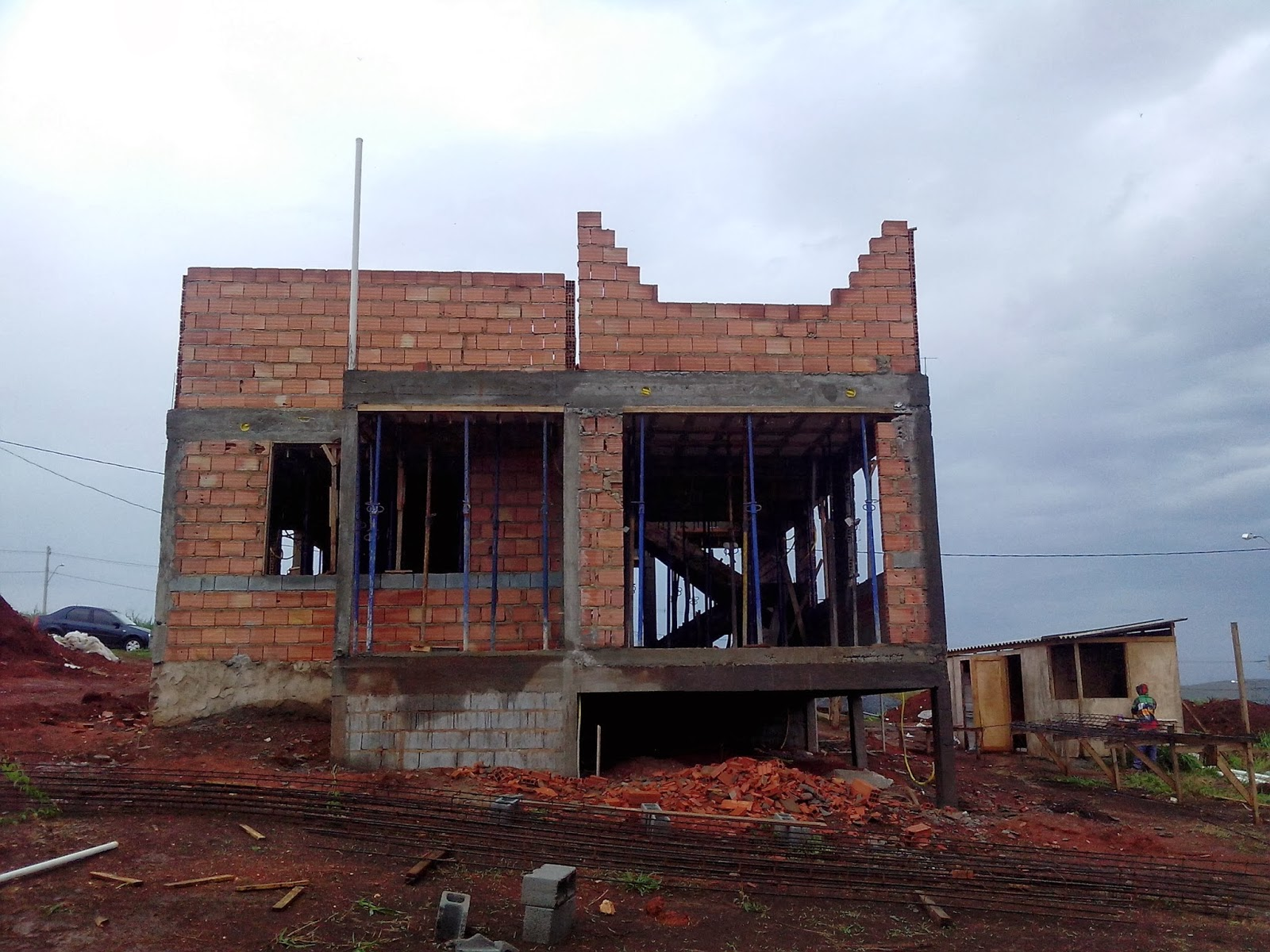 Casa vista dos fundos.No segundo andar a janela de nosso quarto a  #366395 1600 1200