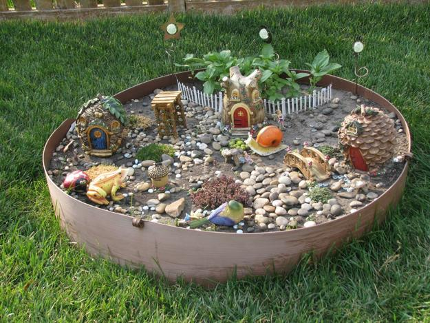 How to recycle miniature fairy garden designs - Recycled containers for gardening ...