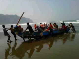 Ombak Mengancam, Nelayan Kebumen Libur Panjang