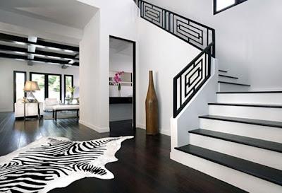 Decoraci n de interiores con paredes y muebles negros casa for Decoracion de paredes modernas