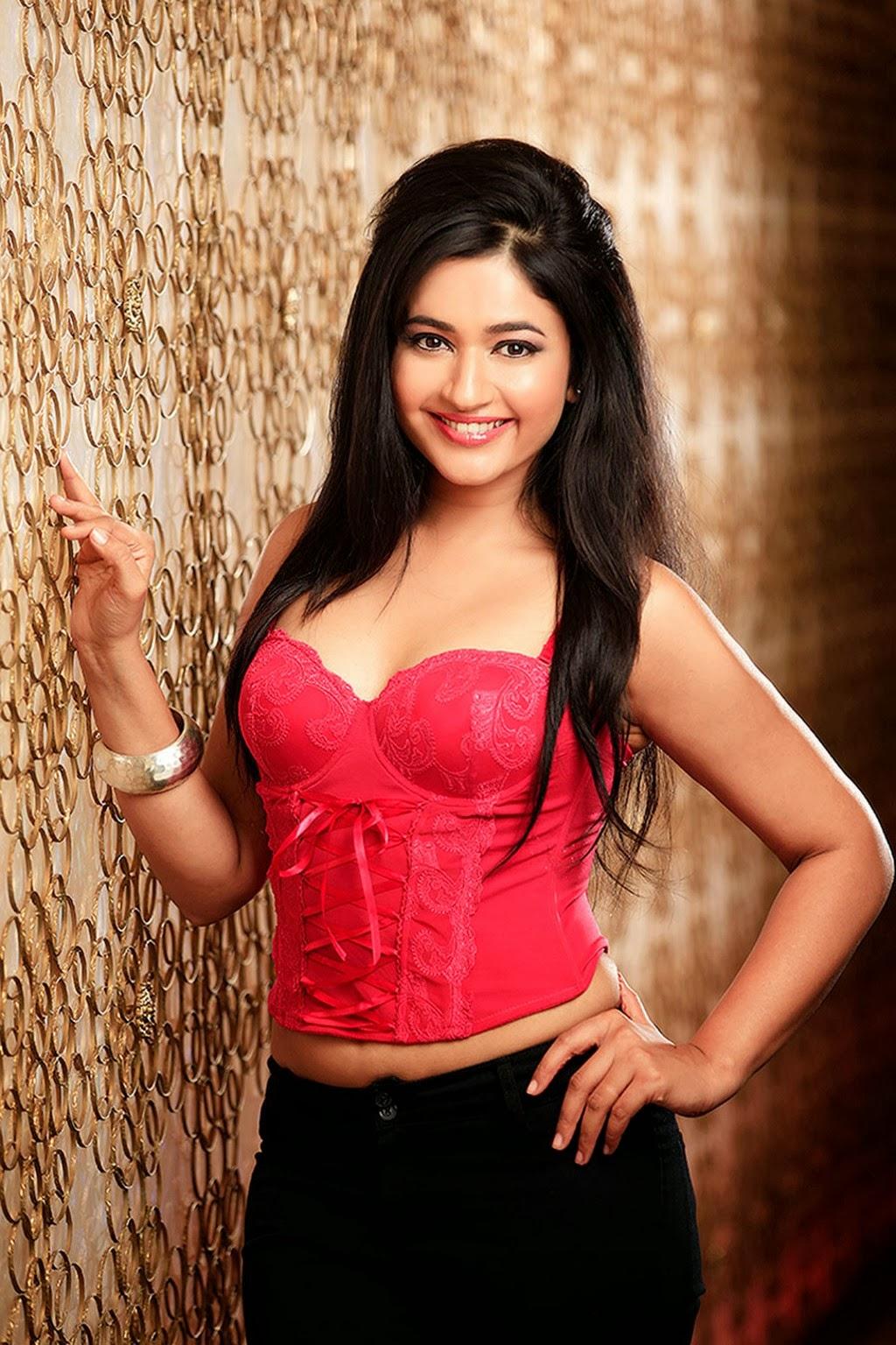 ... : Actress Poonam Bajwa Hot Cleavage Navel Thunder Thigh Photo Gallery