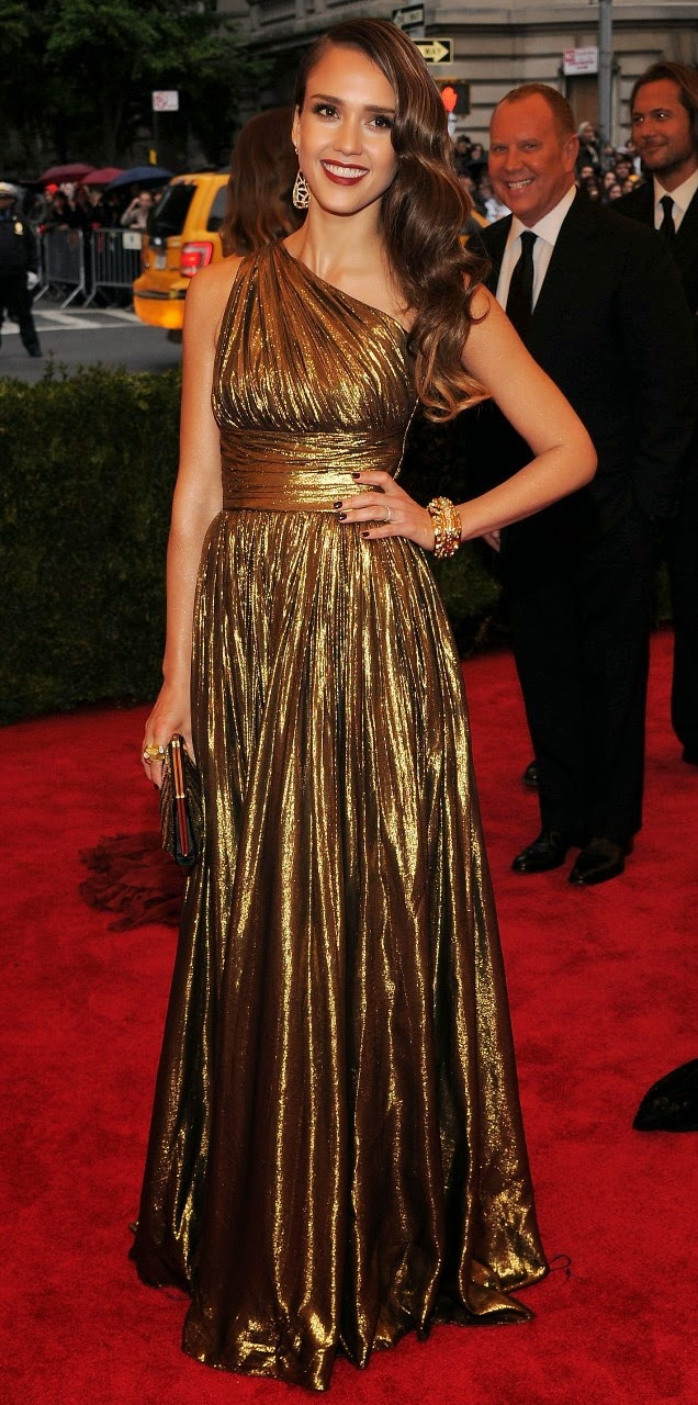 Lindos vestidos sencillos de famosas | Tendencias