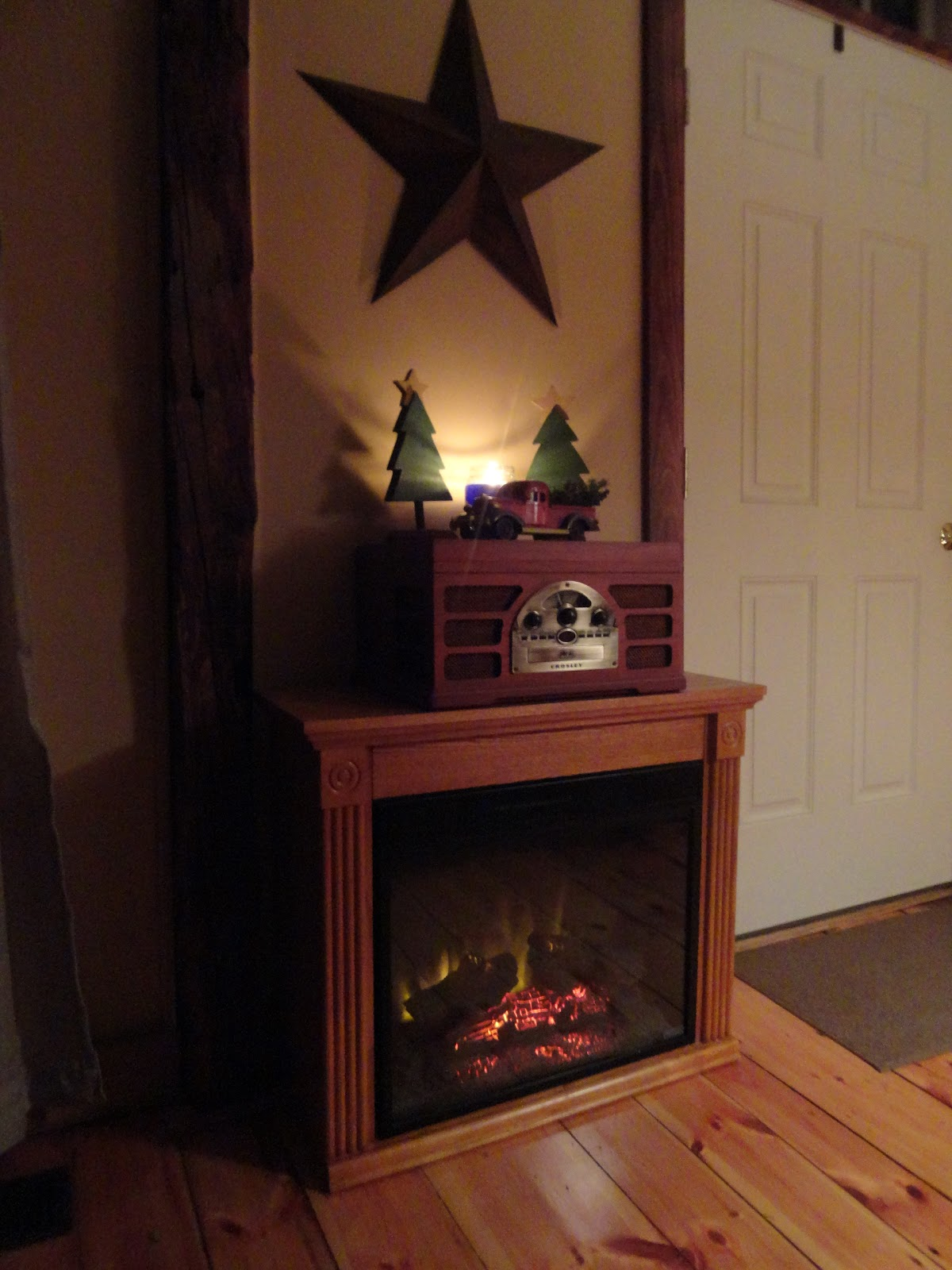 the long awaited home simplicity or my boring christmas mantel