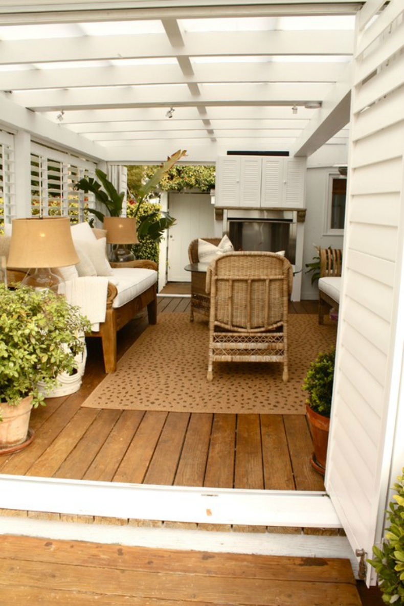 Coastal covered outdoor living space