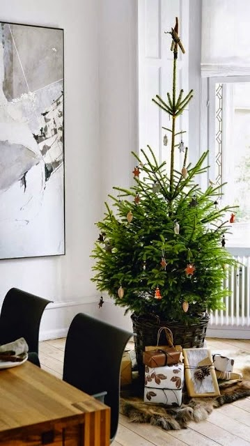 simple, natural Christmas, small space decorating for Christmas