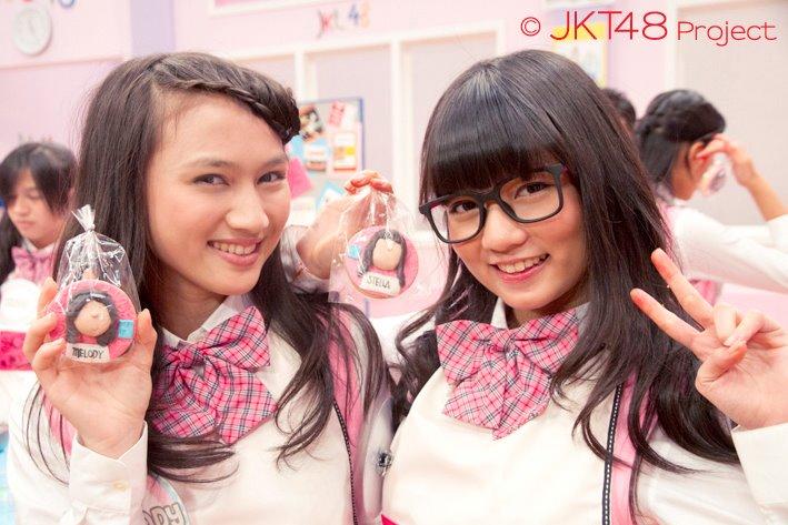 """Melody dan stela """"JKT48 School edisi memasak"""""""