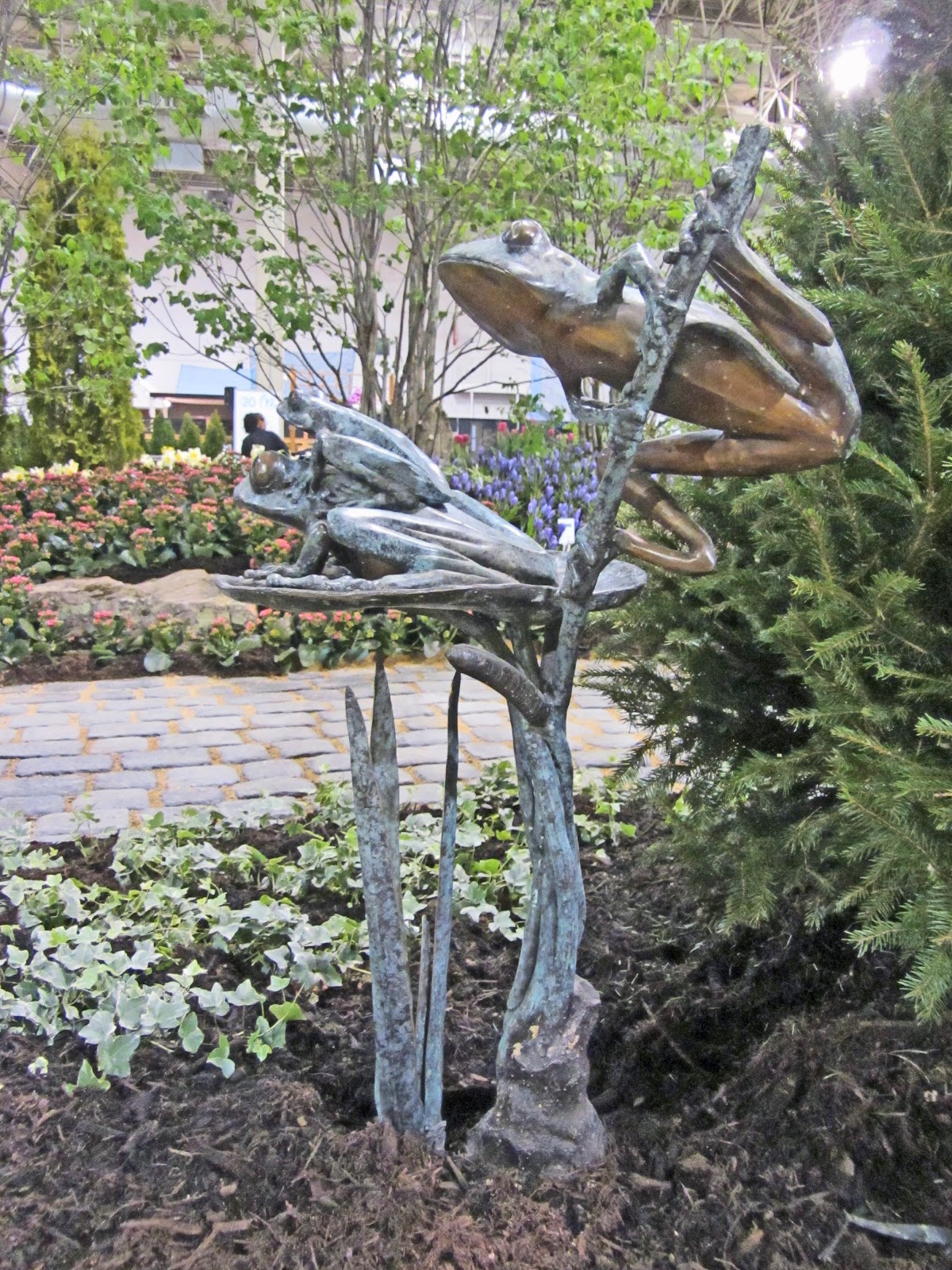 Homemade garden art - Try To Incorporate Some Sculpture Into Your Garden This Year Something Homemade Garage Sale Found Or From One Of The Outlet Stores
