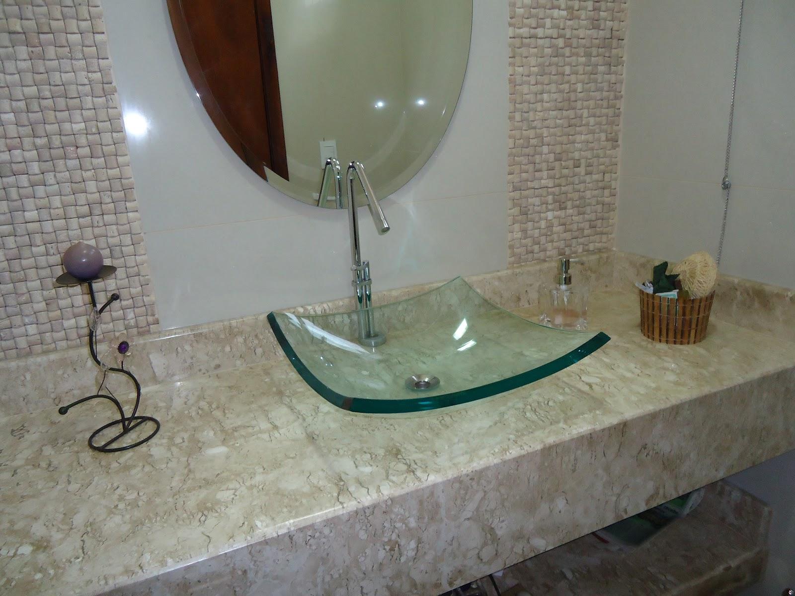 Arquiteta Bianca Monteiro Pastilhas e vidro nos banheiros -> Cuba Para Banheiro De Vidro Vermelha
