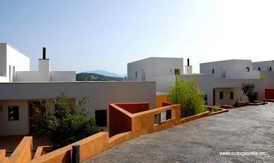 Urbanización residencial sobre el Mediterráneo