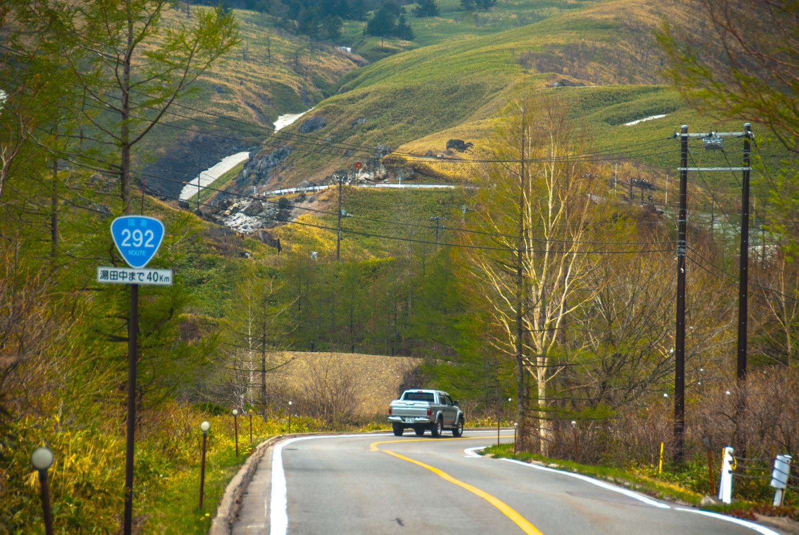 国道292号線の険しい山道
