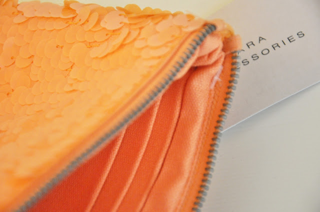 tangerine tango, accessori zara, clutch, pochette arancione