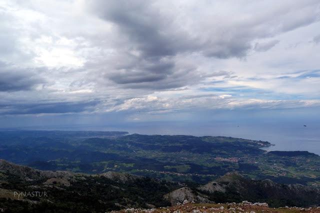Costa de Colunga y Villaviciosa desde el Pico Pienzu