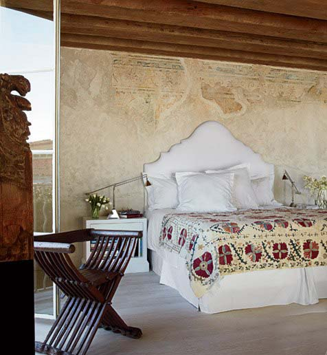 World traveler, bedroom, image via Architectural Digest, as seen on linenandlavender.net