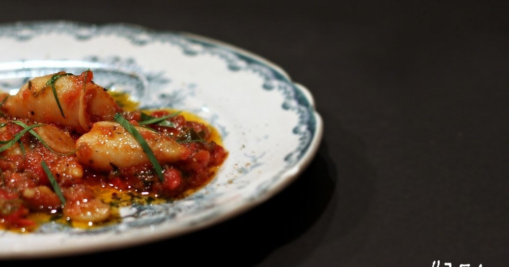 Delicious Tapas: Braised calamari with tomatoes, chili and ...