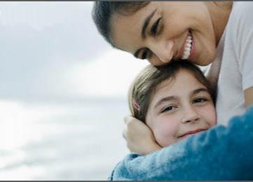 Pelukan Hangat Ibu Bentuk Kepedulian kepada Sang Buah Hati - Blog Mas Hendra